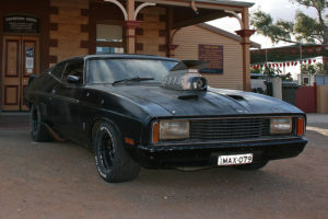 800px-07._Mad_Max_Car_at_Silverton_Hotel,_Silverton,_NSW,_07.07.2007